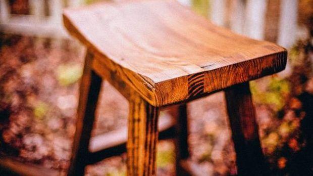 Gut bekannt Holz versiegeln – mit Öl, Lack oder Wachs? | SAT.1 Ratgeber TB74