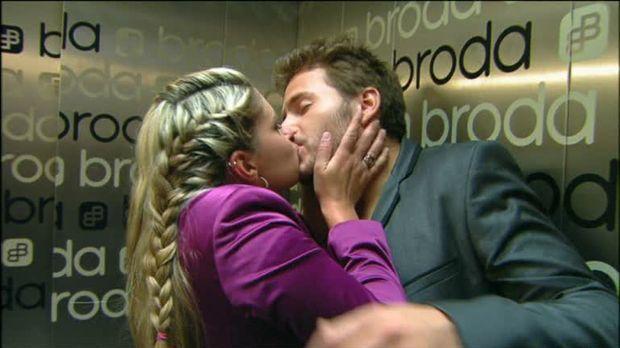 Anna Und Die Liebe Video Kusse Im Fahrstuhl Sat 1