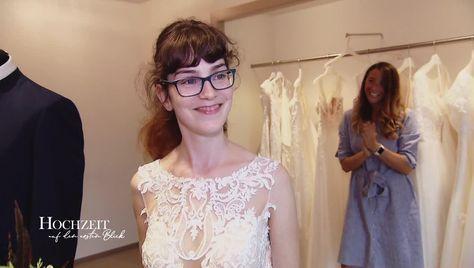 Annika Und Manuel Kleid Und Anzug Stehen Fest Hadeb 2020