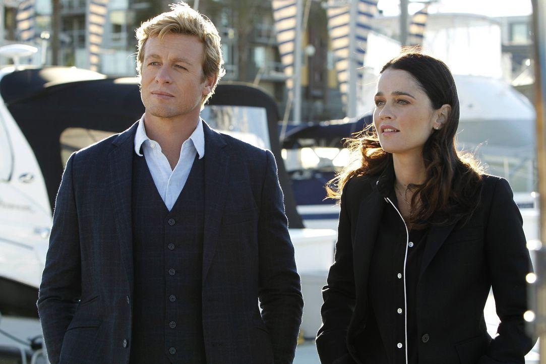 Ein neuer Fall beschäftigt Patrick (Simon Baker, l.) und Teresa (Robin Tunney, r.) ... - Bildquelle: Warner Bros. Television