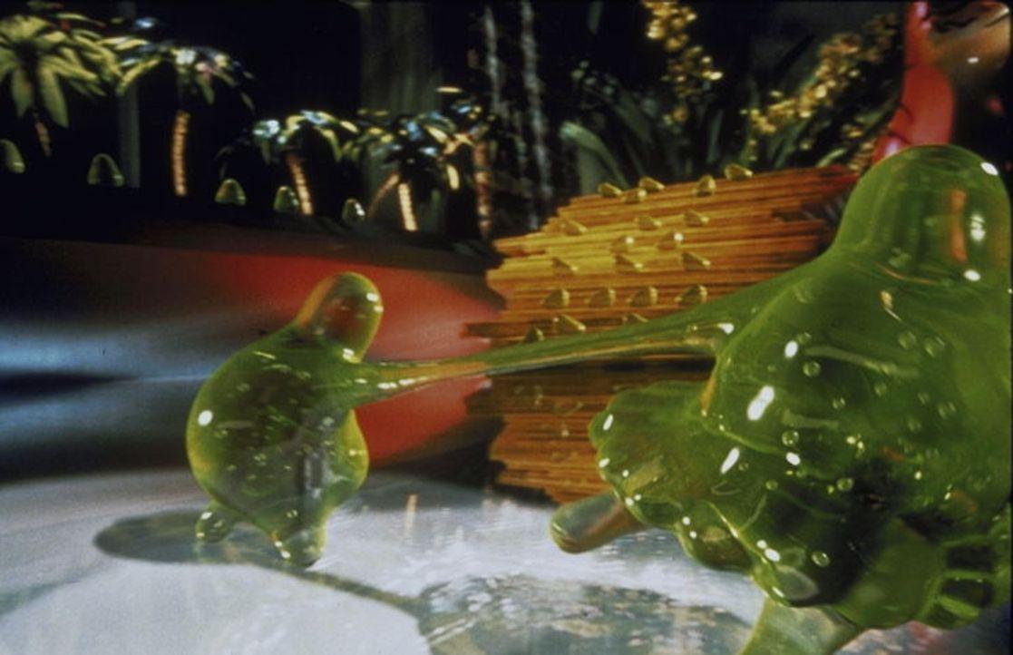 Sobald Flubber an irgendetwas klebt, gibt es kein Halten mehr. Denn die giftgrüne Substanz kann fliegen ... - Bildquelle: Buena Vista