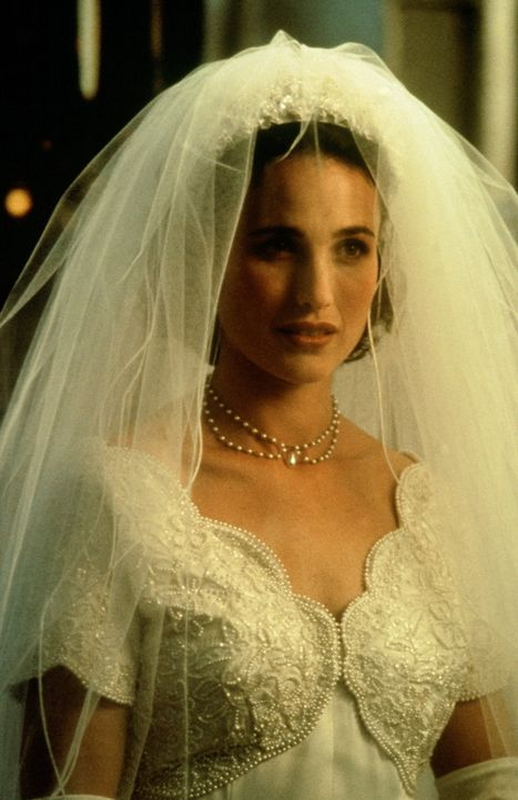 Carrie (Andie MacDowell) steht vor dem Traualtar - leider nicht mit dem Mann, den sie liebt ... - Bildquelle: Gramercy Pictures