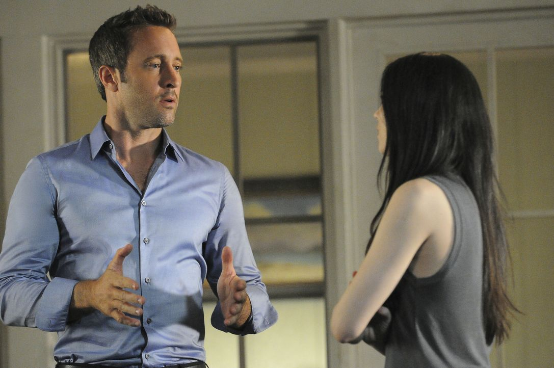 Nachdem Steves (Alex O'Loughlin, l.) Mutter entführt wird, bleiben ihm und seiner Ex-Freundin Catherine (Michelle Borth, r.) nichts Anderes übrig, a... - Bildquelle: Norman Shapiro 2016 CBS Broadcasting, Inc. All Rights Reserved