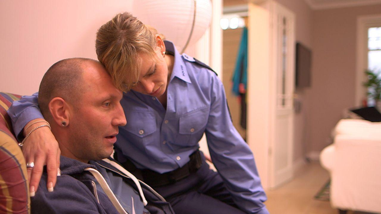 Ahnen noch nicht, was alles auf sie zukommen wird: Fahrlehrer Michael (l.) und Polizistin Christina (r.) ... - Bildquelle: SAT.1