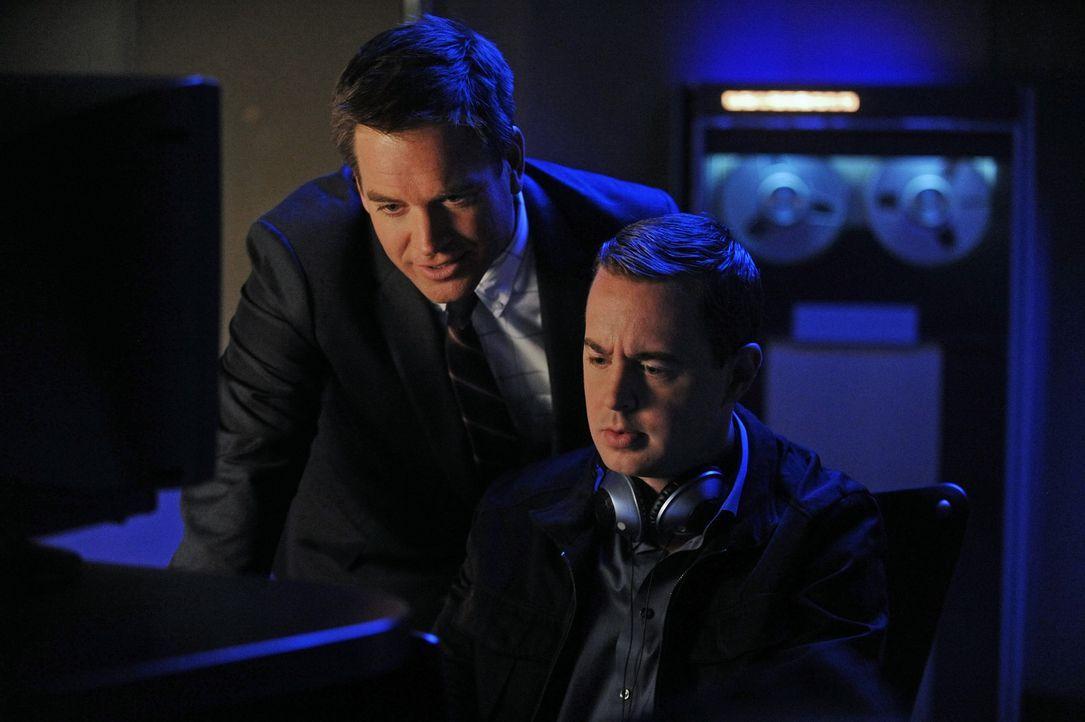 Während Gibbs mit seinem Vater unterwegs ist, geraten Tony (Michael Weatherly, l.) und McGee (Sean Murray, r.) in Streit, wer fortan die Ermittlung... - Bildquelle: CBS Television