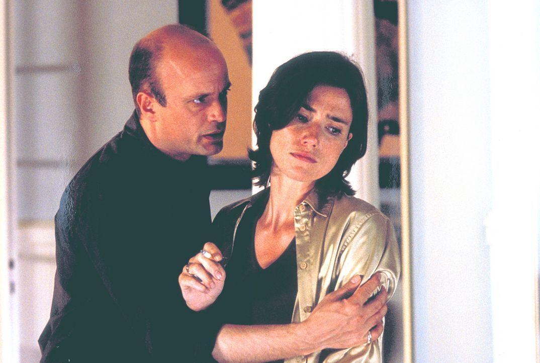 Auch ihre Welt zerbricht nach dem Mord: Thomas (Christian Berkel, l.) und Eva (Julia Bremermann, r.)  ... - Bildquelle: Klick ProSieben