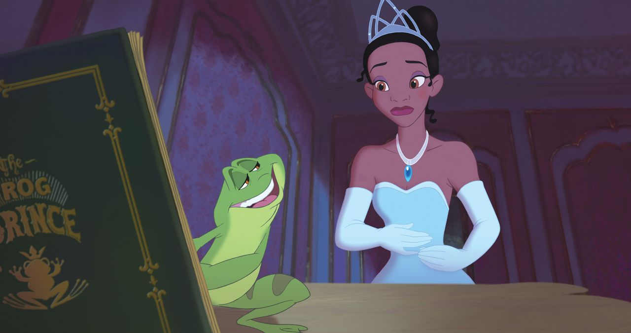 In ihrer Verzweiflung darüber, dass sie ihr Restaurant verloren hat, lässt Tiana (r.) sich auf einen Deal mit dem Frosch Naveen (l.) ein. Noch glaub... - Bildquelle: Walt Disney Pictures.  All Rights Reserved.