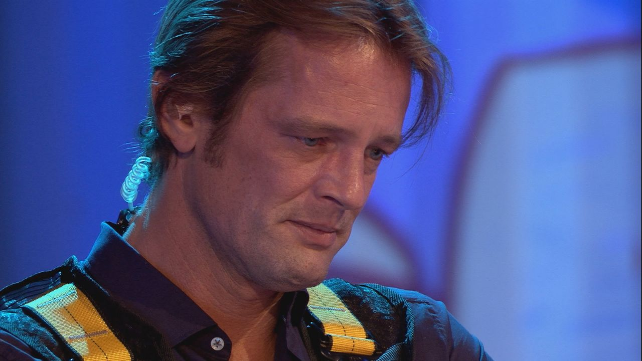 Steffen ist bei Nominierung den Tränen nahe - Bildquelle: SAT.1