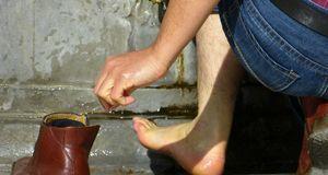 Auch bei nassen Schuhen hilft das verpackte Kieselgel.