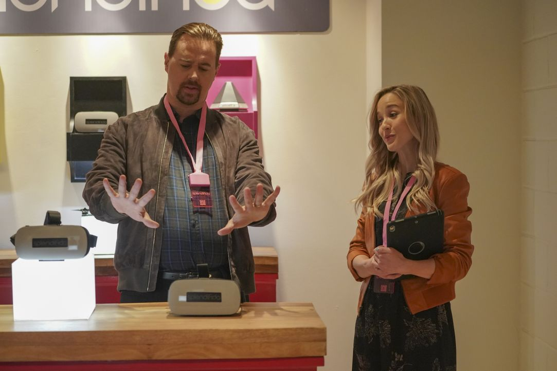 Timothy McGee (Sean Murray, l.); Clarissa (Lily Gibson, r.) - Bildquelle: Ali Goldstein 2019 CBS Broadcasting, Inc. All Rights Reserved / Ali Goldstein