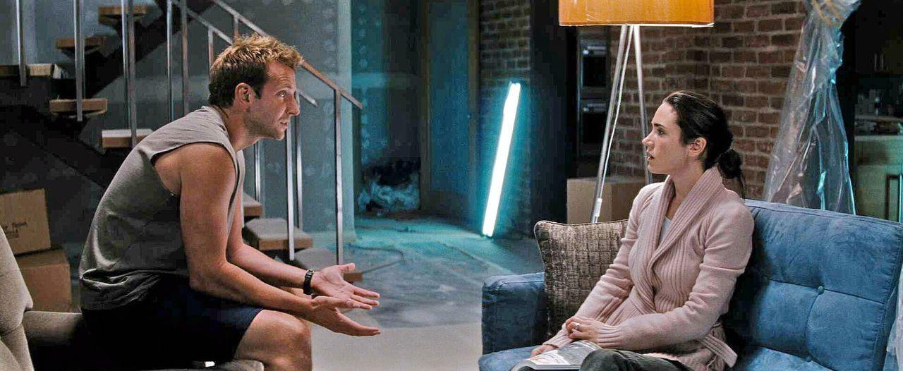 Janine (Jennifer Connelly, r.) und ihr Ehemann Ben (Bradley Cooper, l.) leben eigentlich nur noch nebeneinander her. Janine sehnt sich schließlich... - Bildquelle: Warner Brother