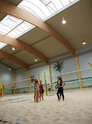 In der beheizten Halle lässt sich auch bei herbstlichen Wetter angenehm spielen. - Bildquelle: Danilo Brandt - Sat.1