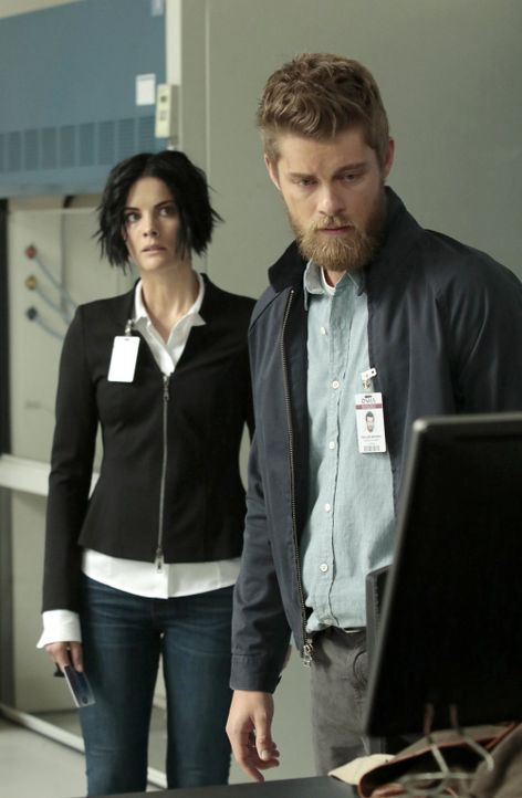 Kann Jane (Jaimie Alexander, l.) ihren Bruder Roman (Luke Mitchell, r.) in ihrem Sinne beeinflussen? - Bildquelle: Warner Brothers