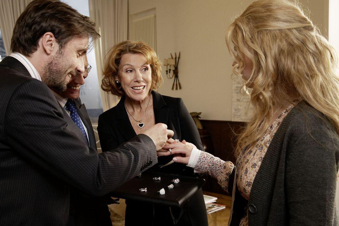 Max von Fürstenberg (Lucas Gregorowicz, l.) liebt Jana (Diana Amft, r.) über alles. Bereits in der vierten Woche ihrer Bekanntschaft macht er ihr... - Bildquelle: Sat.1