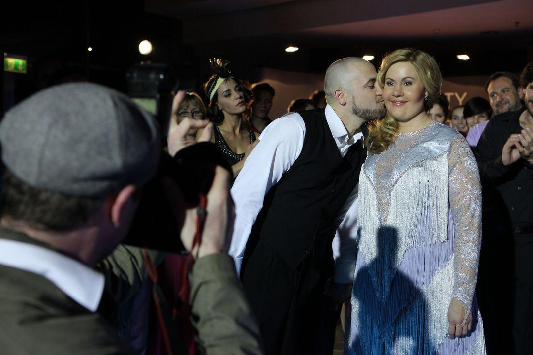 Haben beim Tanzwettbewerb eine gute Figur gemacht: Oleg (Bürger Lars Dietrich, M.l.) und Jessica/Marie (Wolke Hegenbarth, M.r.) ... - Bildquelle: Petro Domenigg SAT.1