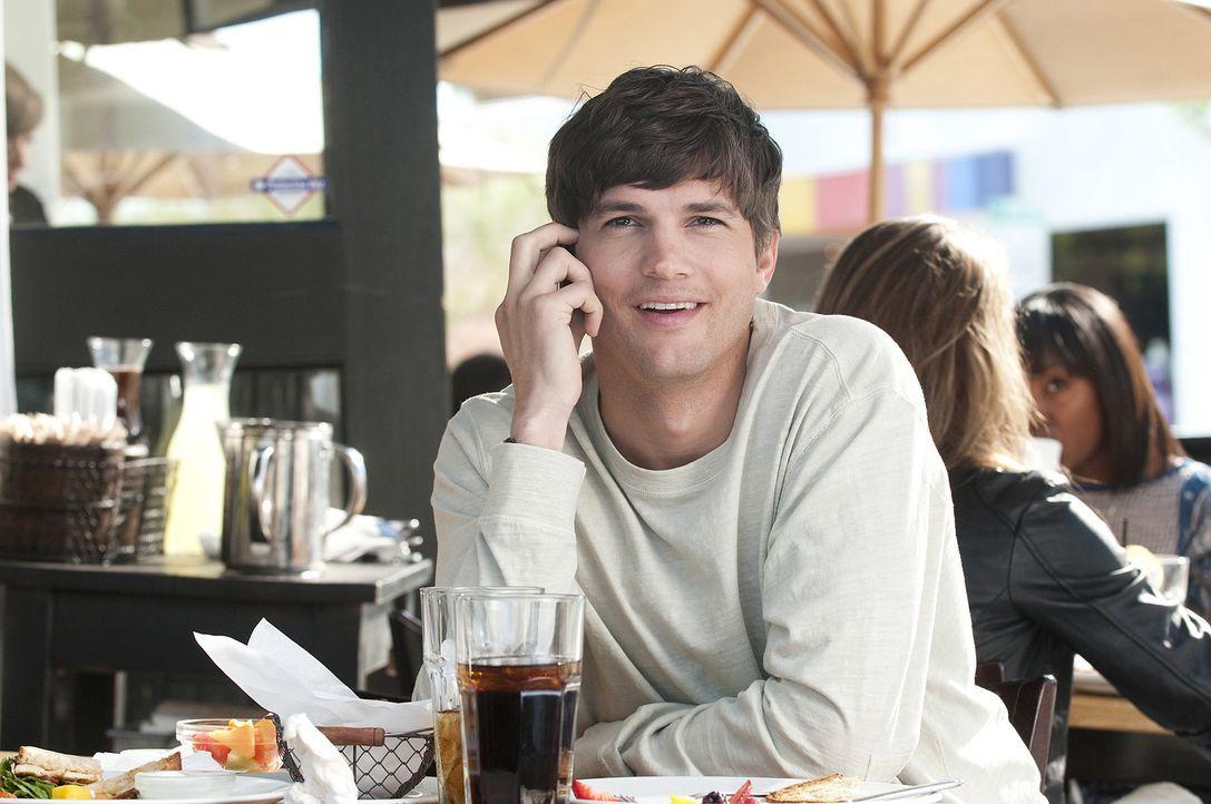 Emma will einfach nur Sex - ohne Frühstück! Für Adam (Ashton Kutcher) scheint der Traum eines jeden Mannes in Erfüllung zu gehen - bis er festst... - Bildquelle: Dale Robinette 2011 DW Studios LLC. All Rights Reserved.