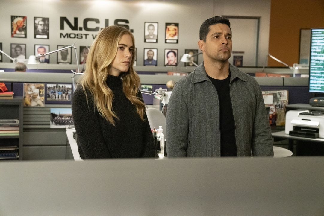 Ellie Bishop (Emily Wickersham, l.); Nick Torres (Wilmer Valderrama, r.) - Bildquelle: Michael Yarish 2019 CBS Broadcasting, Inc. All Rights Reserved. / Michael Yarish