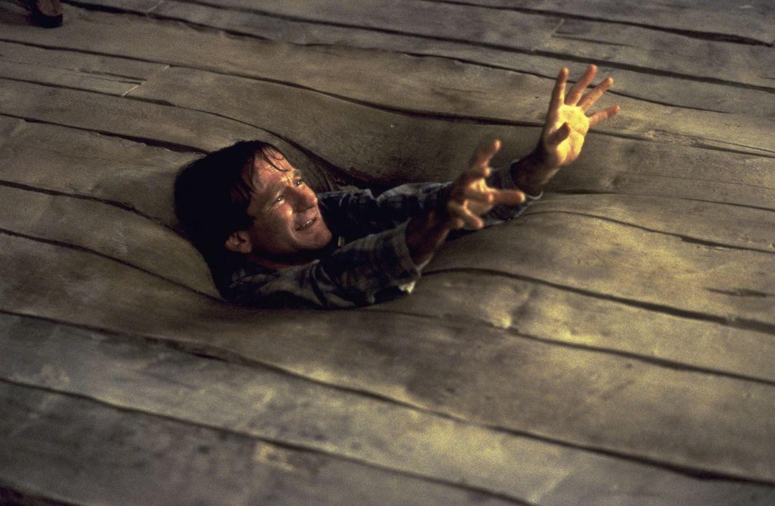 Schwierig, zu würfeln, wenn man gerade vom Fußboden verschluckt wird: Alan (Robin Williams) in höchster Not ... - Bildquelle: SONY PICTURES TELEVISION INTERNATIONAL