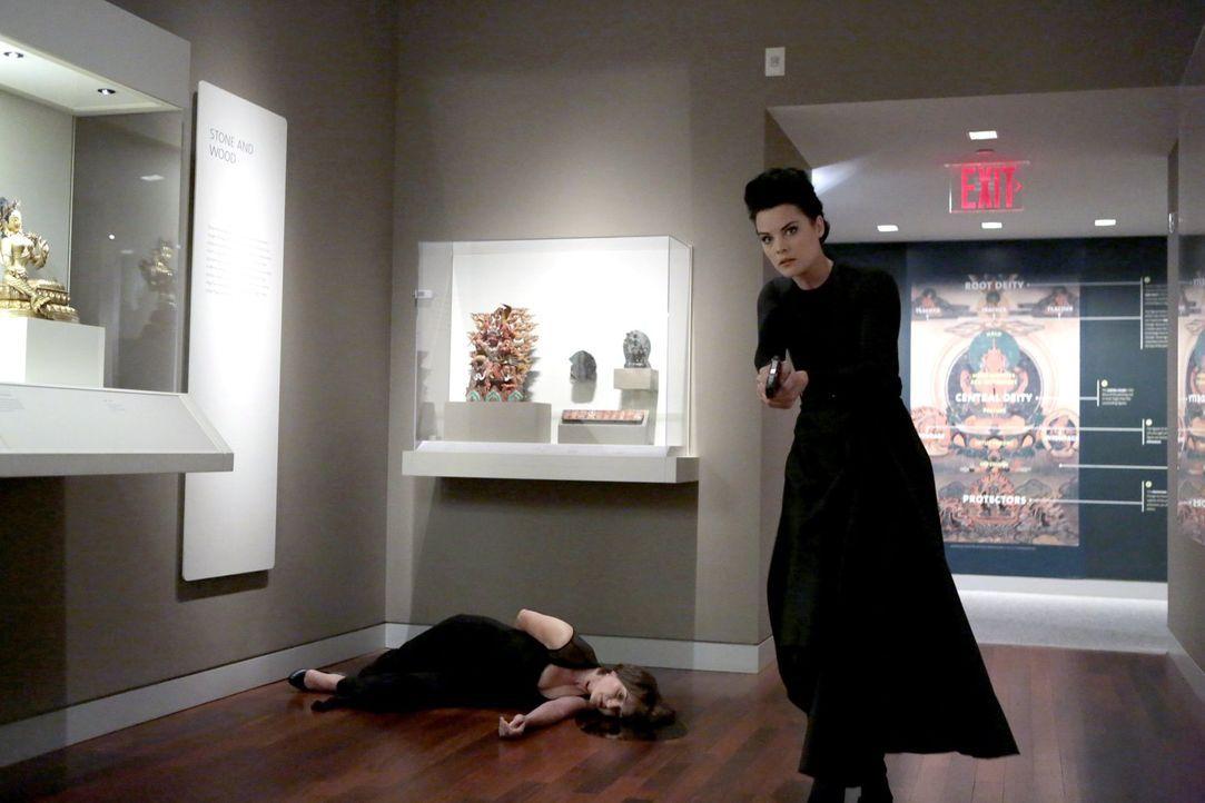 Beinahe zu spät erkennt Jane (Jaimie Alexander), dass eine ehemalige CIA-Agentin auf Rachefeldzug unterwegs ist ... - Bildquelle: Warner Brothers