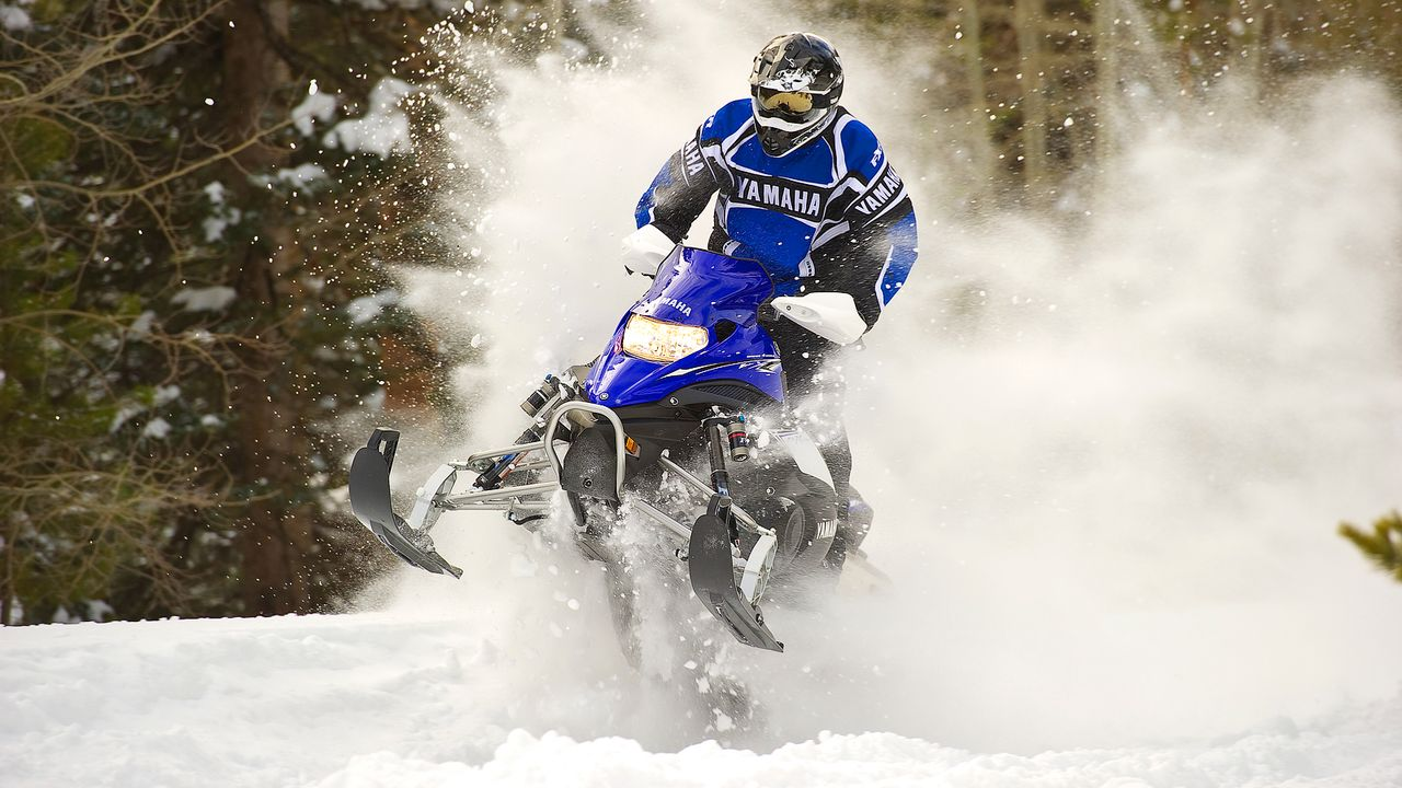 winterspecial-motorschlitten-11-09-26-dpa - Bildquelle: dpa