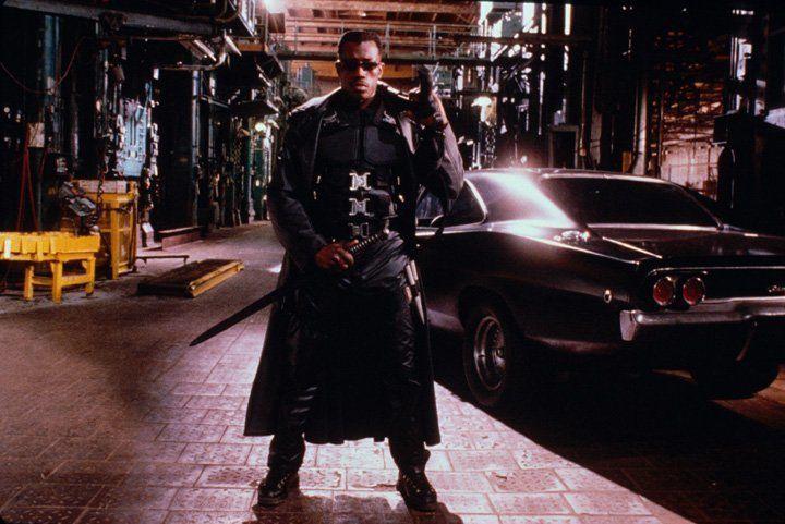 Mit Silberschwert, Knoblauchinjektionen und Herzpflöcken bewaffnet, stellt sich Blade (Wesley Snipes) der Übermacht der Untoten ... - Bildquelle: Warner Bros.