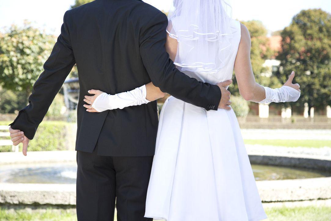 Auf dem Standesamt trafen zwei Bindungswillige aufeinander und gaben sich das Ja-Wort - doch haben sie wirklich die große Liebe gefunden? - Bildquelle: Benedikt Müller SAT.1