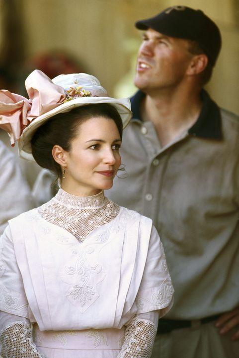 Mandy (Kristin Davis, l.) ist Joe dabei behilflich, sich in der Vergangenheit zurechtzufinden. Doch dann gerät ihre Ehe ins Trudeln ... - Bildquelle: 2007 CBS International Television