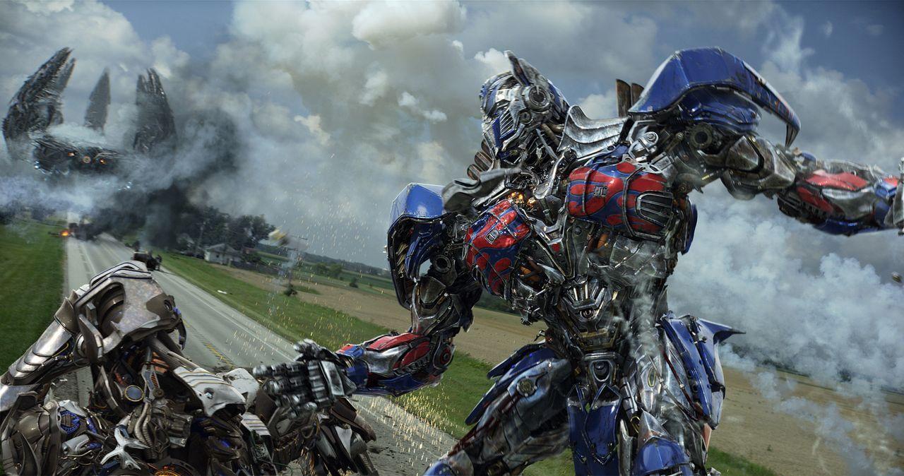 Verfolgt von der CIA und den feindlichen Decepticons muss Optimus Prime, Anführer der menschenfreundlichen außerirdischen Autobots, nicht nur um sei... - Bildquelle: (2016) Paramount Pictures. All Rights Reserved. TRANSFORMERS, its logo & all related characters are trademarks of Hasbro & are used with permission.