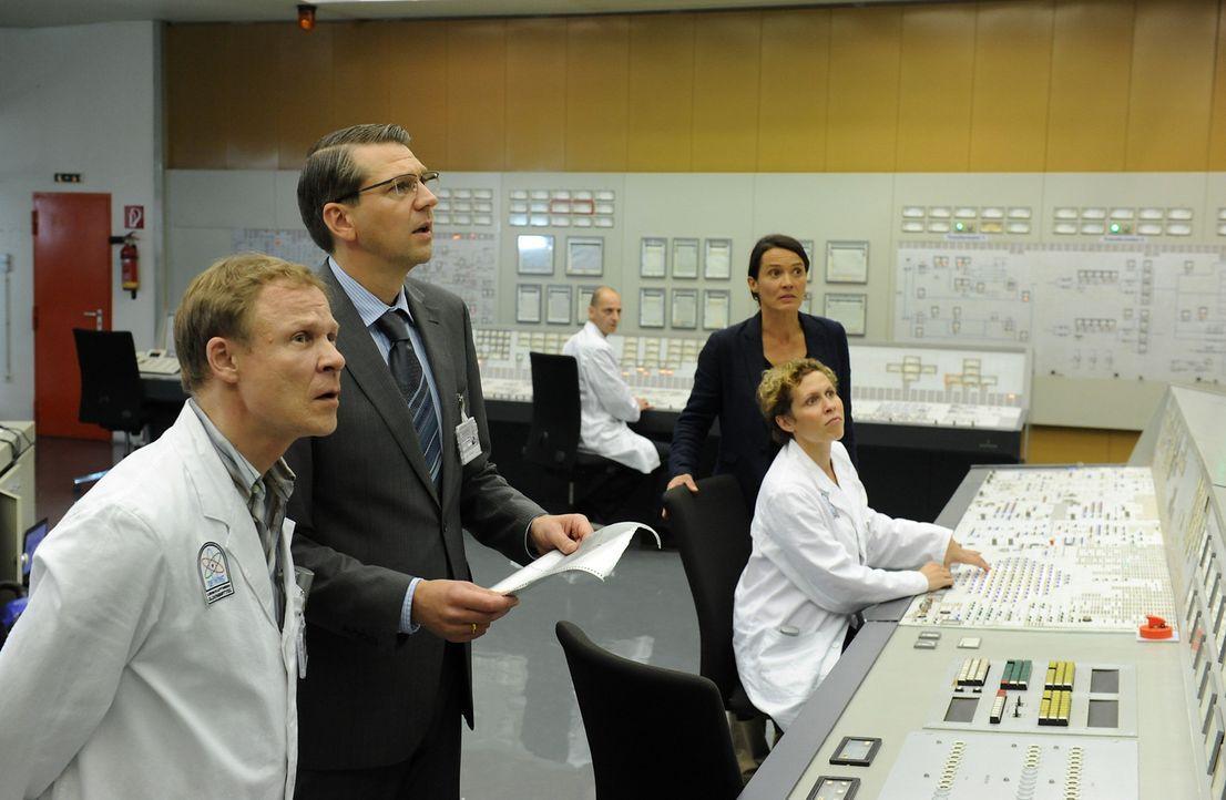 Der Ernstfall tritt ein: Ein Nuklearunfall im Kernkraftwerk Oldenbüttel! Während der Direktor des Kernkraftwerkes Oldenbüttel, Ludger Wessel (Kai Wi... - Bildquelle: SAT.1