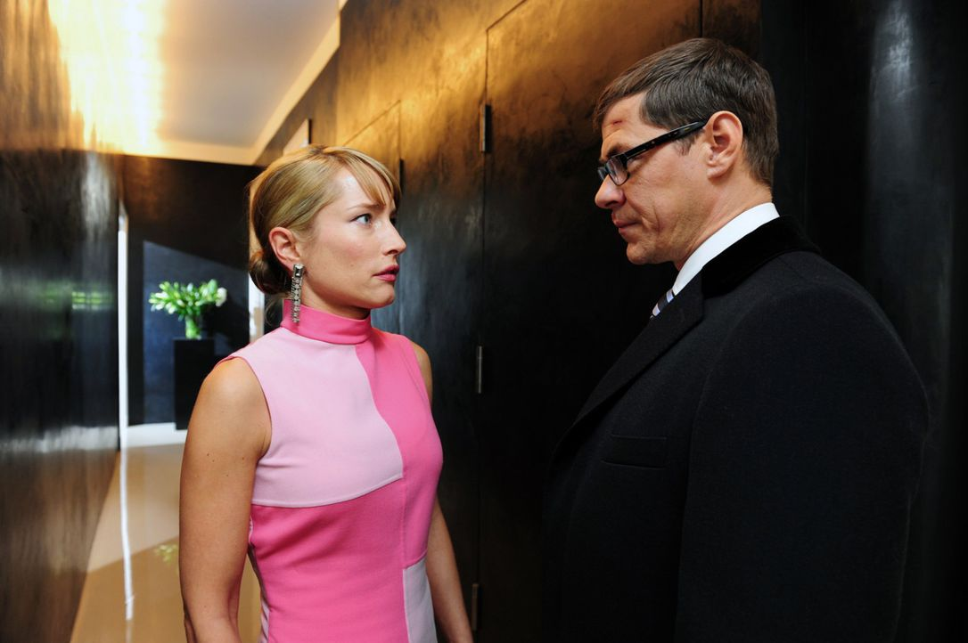 Nachdem Robert Günther (Sven Martinek, r.) nun weiß, dass seine Frau, seine Freundin und seine geschasste Sekretärin seine infamen Spielchen kenn... - Bildquelle: SAT.1