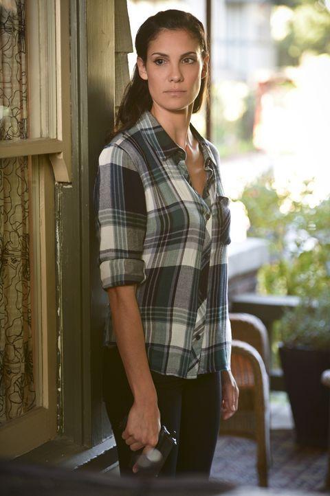 Wird Kensi (Daniela Ruah) gemeinsam mit ihren Kollegen den Mord an einem Obdachlosen aufklären können? - Bildquelle: CBS Studios Inc. All Rights Reserved.