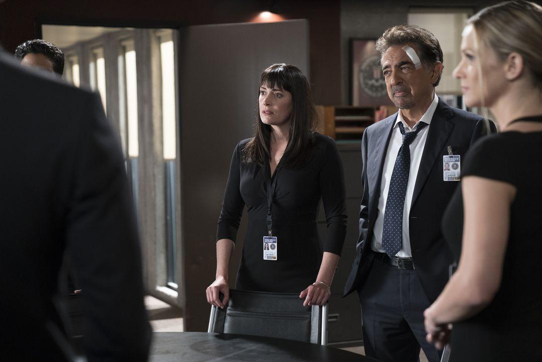 Nachdem das Entführungsdrama um Prentiss (Paget Brewster, 3.v.r.) gerade noch einmal glimpflich für sie ausgeht, hat das Team der BAU (v.r.n.l.: Joe... - Bildquelle: Sonja Flemming ABC Studios