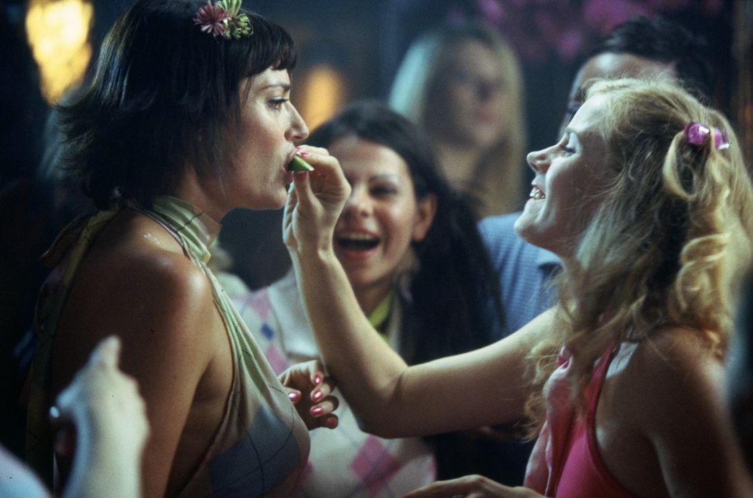 Junggesellinnenabschied für Amy (Amy Adams, r.), die sich schon wahnsinnig auf den Besuch ihrer Schwester Kat aus New York freut. - Bildquelle: Gold Circle Films
