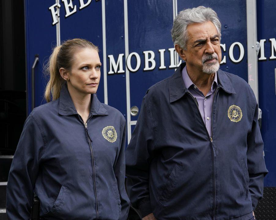 Jennifer Jareau (A.J. Cook, l.); David Rossi (Joe Mantegna, r.) - Bildquelle: Cliff Lipson ABC Studios / Cliff Lipson