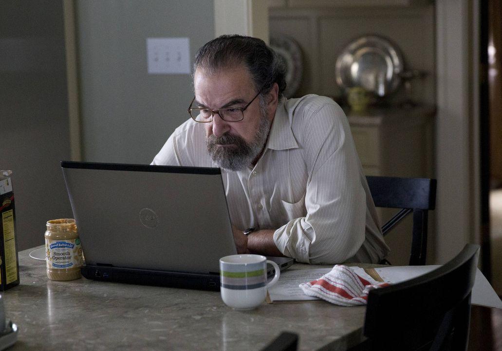 Saul (Mandy Patinkin) hat große Probleme damit, den aufdringlichen Senator Lockhart in Schach zu halten ... - Bildquelle: 2013 Twentieth Century Fox Film Corporation. All rights reserved.