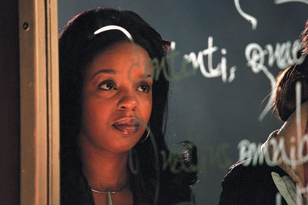 Kaum im neuen Haus angekommen, verschwindet die Haushälterin Maggie (Rah Digga) spurlos ... - Bildquelle: 2003 Sony Pictures Television International. All Rights Reserved.