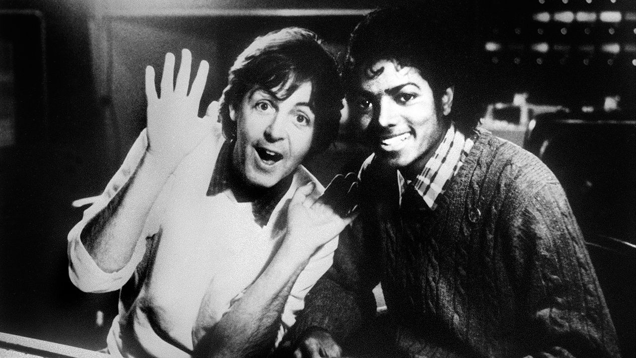 Paul-McCartney-Michael-Jackson-1983-12-19-AFP - Bildquelle: AFP
