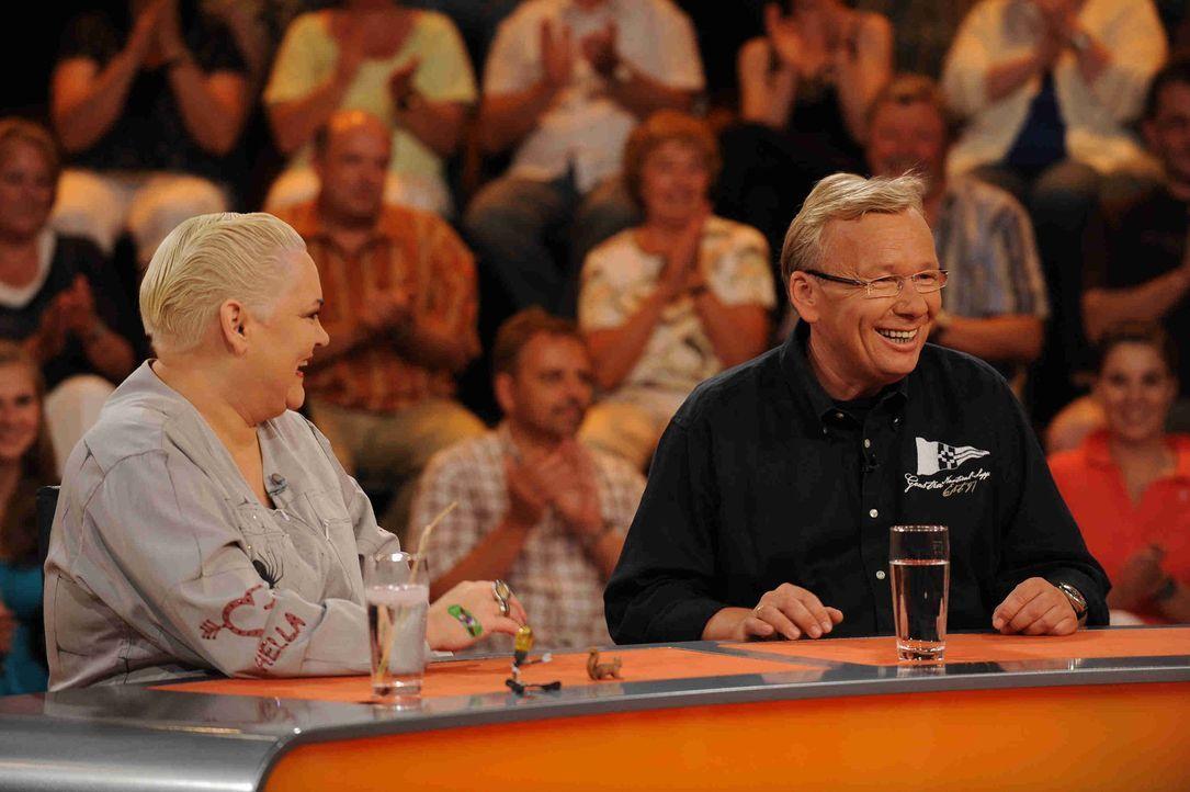 Halten das Publikum bei Laune: Hella von Sinnen (l.) und Bernd Stelter (r.) .... - Bildquelle: Sat.1