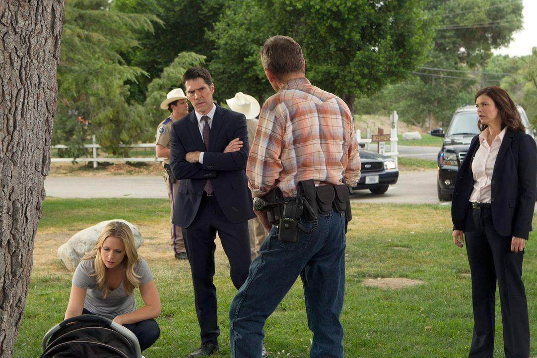 Ein Häftling aus Texas kann während einer Überführung entkommen und lässt seine Opfer mit seinem Markenzeichen zurück - zugenähte Münder. Hotch (Tho... - Bildquelle: ABC Studios