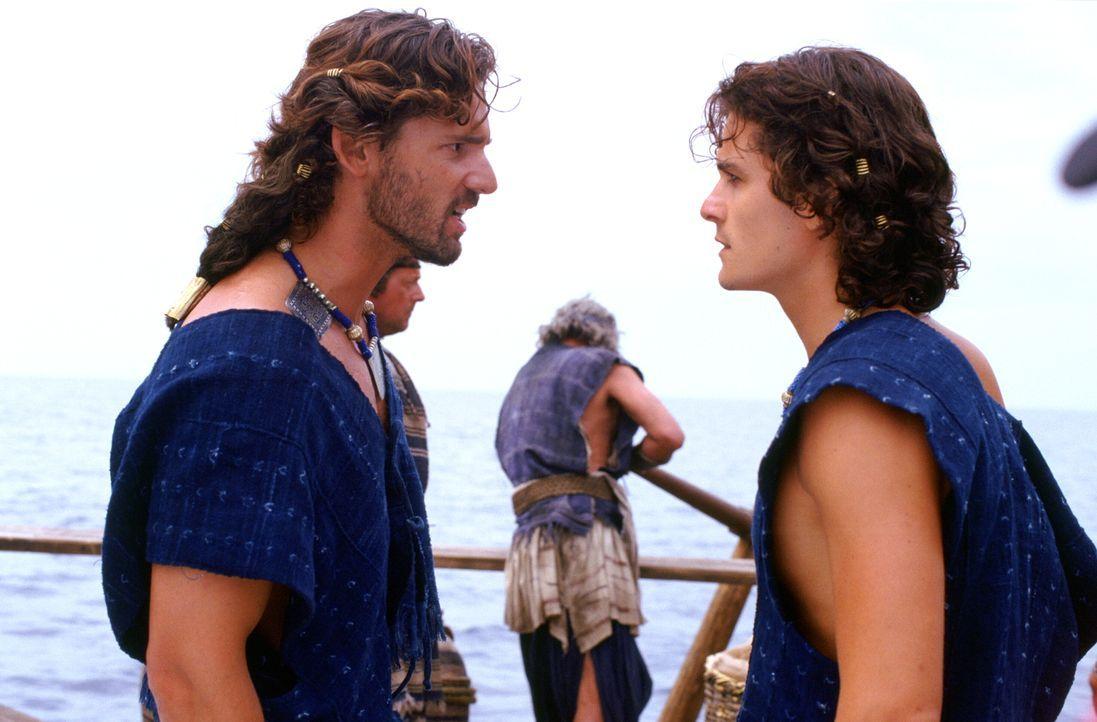 Eigentlich wollte König Menelaos von Sparta endlich mit König Priamos von Troja und seinen Söhnen Hector (Eric Bana, l.) und Paris (Orlando Bloom, r... - Bildquelle: Warner Brothers International Television
