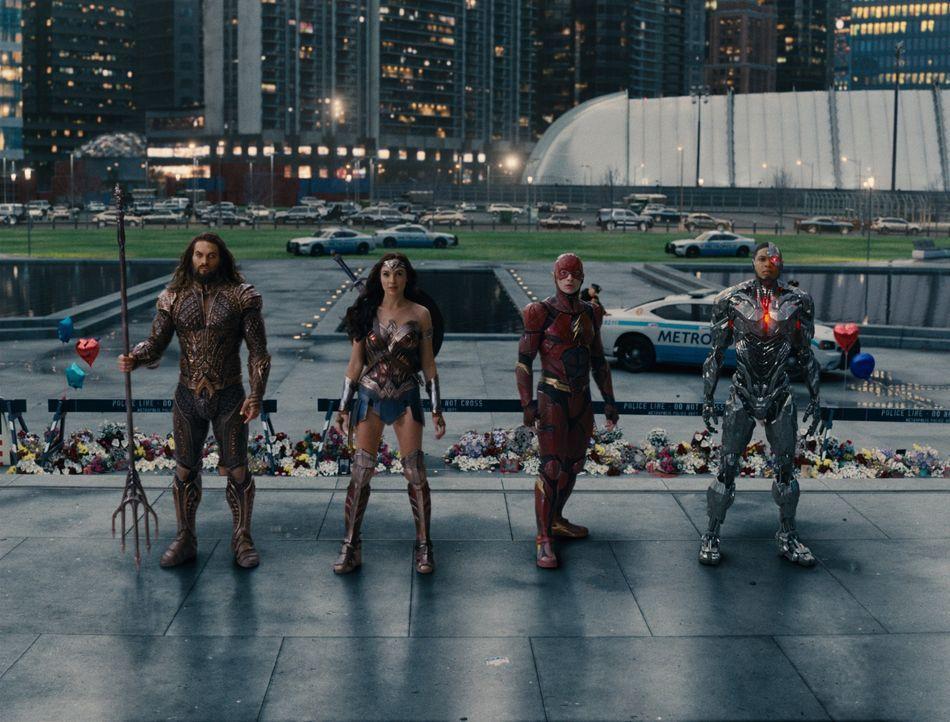 (v.l.n.r.) Aquaman / Arthur Curry (Jason Momoa); Diana Prince / Wonder Woman (Gal Gadot); Barry Allen / The Flash (Ezra Miller), Cyborg / Victor Sto... - Bildquelle: Warner Bros.