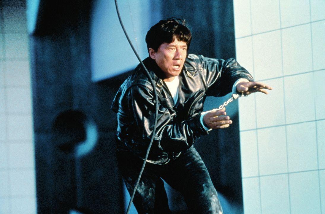 Als einziger Überlebender nach einem Anschlag korrupter CIA-Agenten sucht der Spezialagent Whoami (Jackie Chan ) verzweifelt nach seiner Identität,... - Bildquelle: Columbia TriStar Film