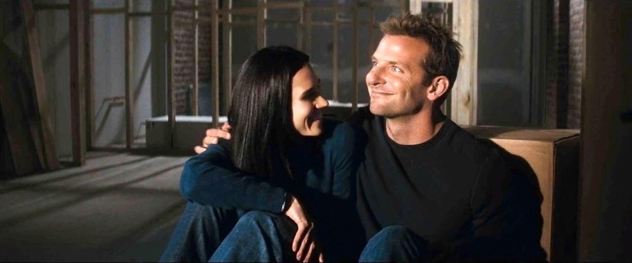 Ben (Bradley Cooper, r.) steckt in einer öden Ehe mit Janine (Jennifer Connelly, l.) fest und sehnt sich nach Abwechslung ... - Bildquelle: Warner Brother