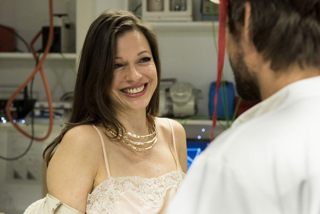 Chiara (Suzan Anbeh) hat schon seit langem die Nase voll von ihrem rücksichtslosen Ehemann - und lässt sich deshalb mit Felix ein. Mit gefährlichen... - Bildquelle: Martin Rottenkolber SAT.1