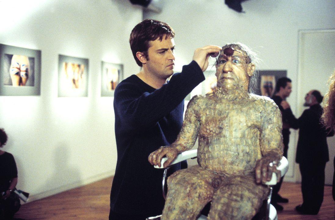 Schon bald ist Oscar (Matthew Perry) der berühmteste Schwule Chicagos - wider Willen ... - Bildquelle: Warner Brothers