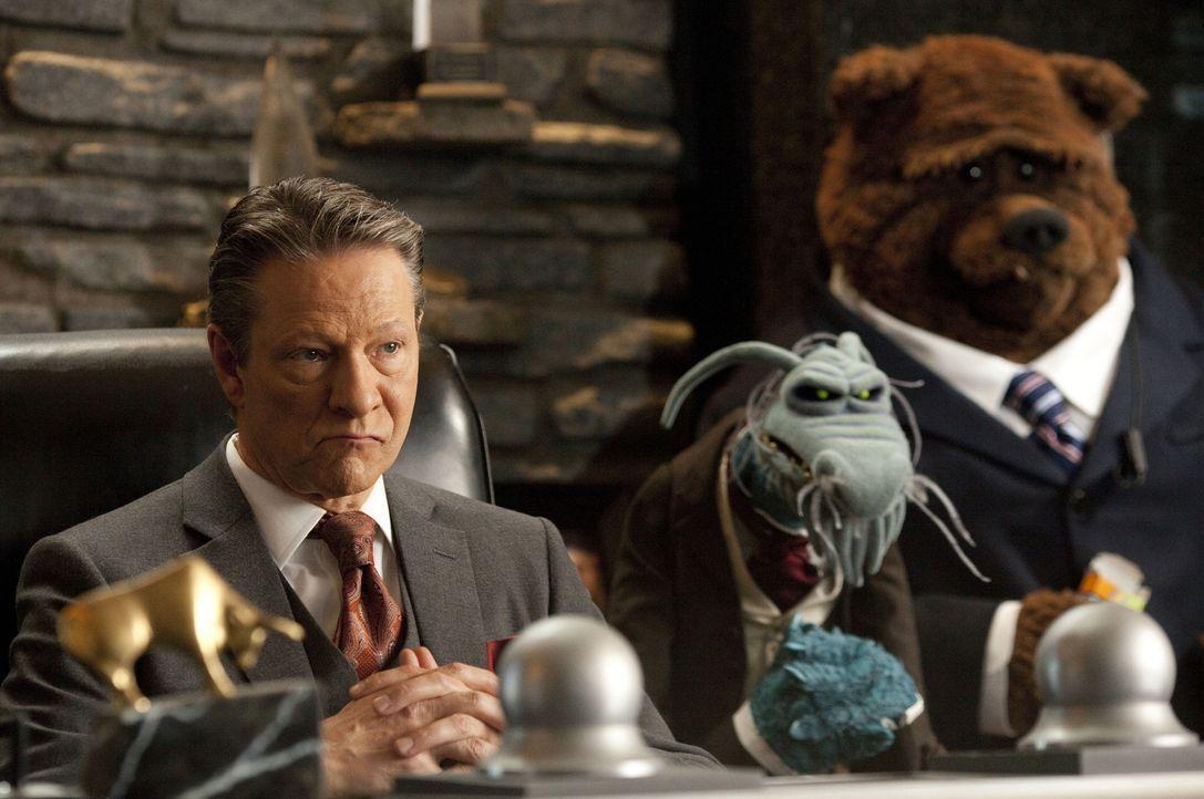 Der Multimillionär Chris Cooper (Tex Richman, l.) will die Muppet-Studios partout abreißen lassen. Da ersinnen deren Freunde einen genialen Plan, um... - Bildquelle: The Muppets Studio, LLC. All rights reserved