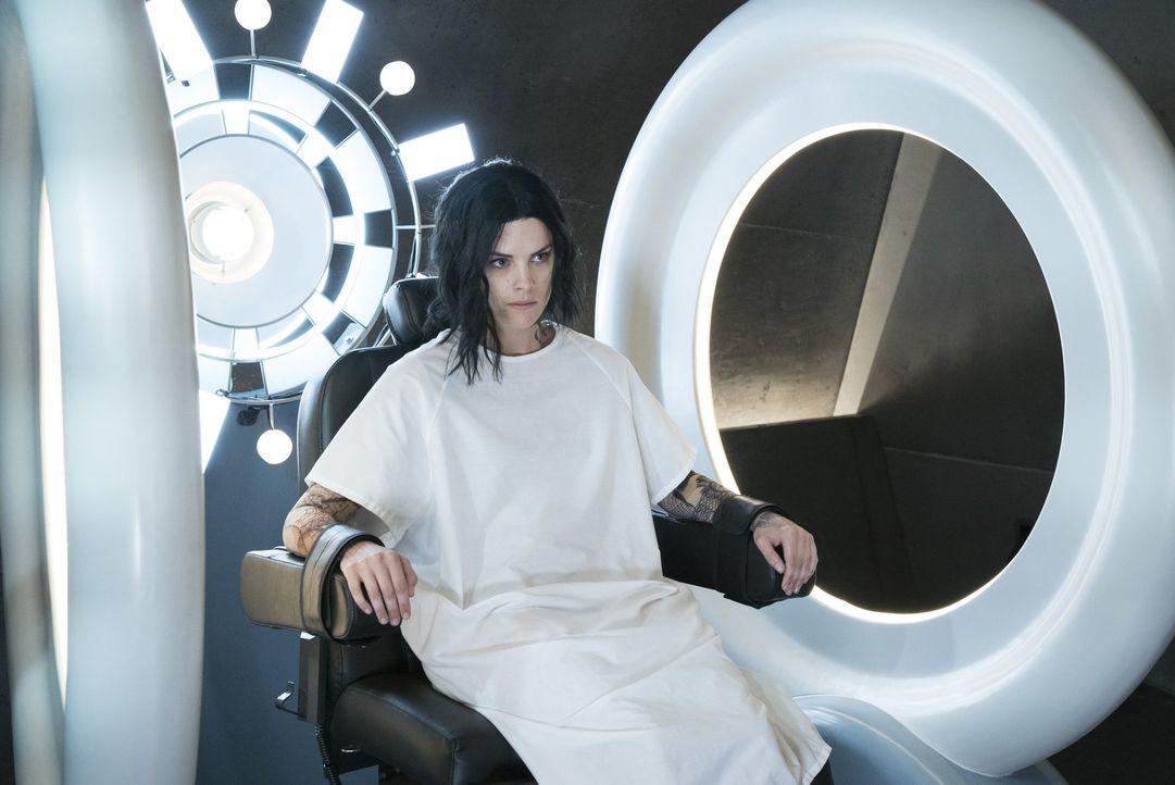 Auf dem Stuhl der Wahrheit: Schonungslos rechnet Jane (Jaimie Alexander) mit sich selbst ab. So erfahren die FBI-Agenten erstmals vom Tod ihrer ehem... - Bildquelle: Warner Brothers