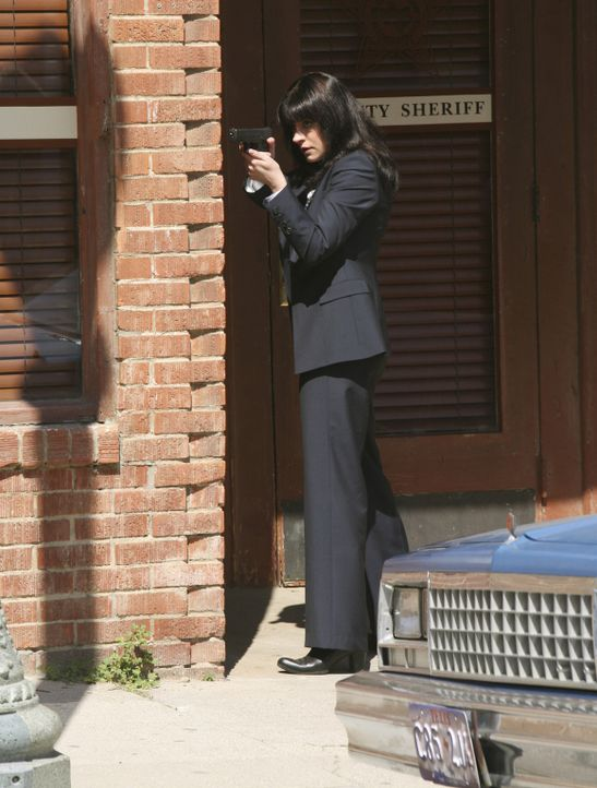 Emily Prentiss (Paget Brewster) gibt Reid bei seinem Vorhaben Rückendeckung ... - Bildquelle: Touchstone Television