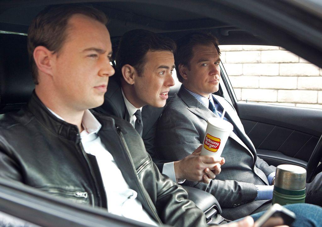Als plötzlich Richard Parsons (Colin Hanks, M.), ein Ermittler des Verteidigungsministeriums auftaucht, um den Mord an Eli David und die Todesumstän... - Bildquelle: CBS Television