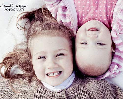 Leonie (4 Jahre) mit ihrer kleinen Schwester Vivien - Bildquelle: Sat1